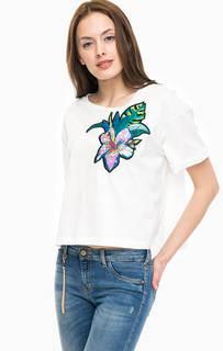Хлопковая футболка оверсайз с яркой нашивкой Kocca