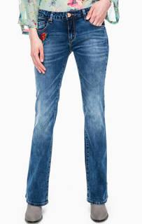 Расклешенные джинсы с цветочной вышивкой Gaudi