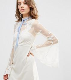 Платье бэби долл мини с высокой горловиной ASOS PETITE - Белый