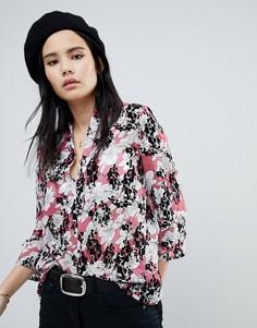 Свободная блузка с цветочным принтом и бархатистой отделкой Soaked In Luxury - Розовый