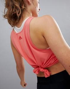 Спортивный топ кораллового цвета с узлом adidas - Розовый