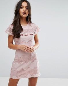 Платье мини с кружевной оборкой Love & Other Things - Розовый