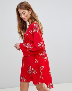 Платье с цветочным принтом и оборкой QED London - Красный