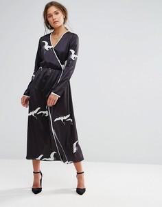 Платье макси с принтом и запахом Liquorish - Черный