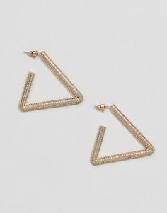 Золотистые треугольные серьги с фактурной отделкой Steve Madden - Золотой