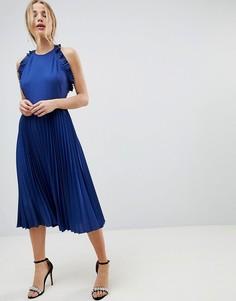 Плиссированное платье миди с открытой спиной ASOS - Синий
