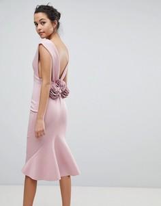 Облегающее платье миди с глубоким вырезом и цветочной отделкой на спине ASOS - Бежевый
