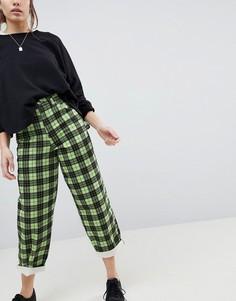 Зеленые джинсы бойфренда в клетку ASOS - Синий