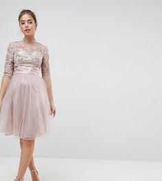 Платье миди из тюля с высоким воротом и вырезом на спине Chi Chi London Petite - Коричневый