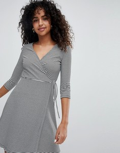 Платье мини в полоску с запахом New Look - Черный