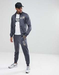 Серый спортивный костюм с молнией и крупным логотипом EA7 - Серый