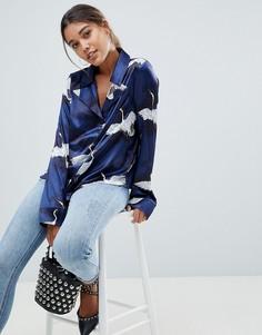 Атласная блузка в пижамном стиле с принтом птиц Missguided - Синий