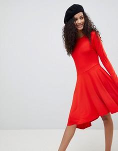 Свободное платье мини с асимметричным краем ASOS - Красный