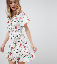 Платье мини с запахом, оборками и цветочным принтом Glamorous Petite - Белый