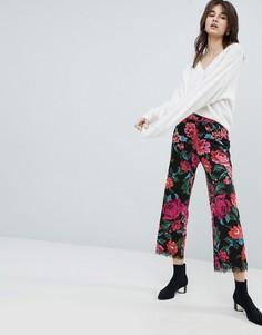 Трикотажные брюки с цветочным принтом и кружевным низом ASOS - Мульти