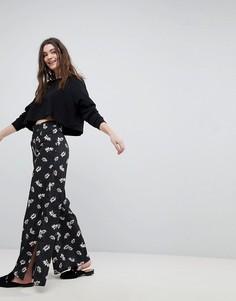 Широкие брюки с цветочным принтом New Look - Черный