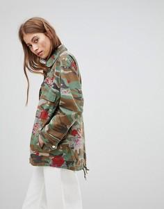 Камуфляжная куртка в стиле милитари с цветочным принтом Pimkie - Зеленый