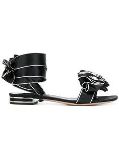 сандалии с розеткой Casadei