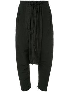 укороченные брюки с заниженным шаговым швом  Uma Wang