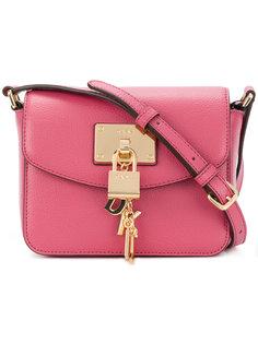 сумка на плечо с поворачивающимся замком DKNY