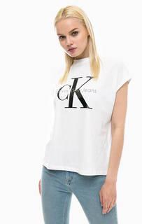 Белая футболка с логотипом бренда Calvin Klein Jeans