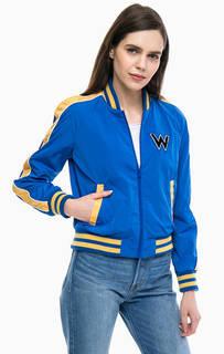 Синяя куртка бомбер с нашивкой Wrangler