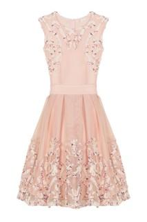 Розовое платье с рельефной аппликацией Maje