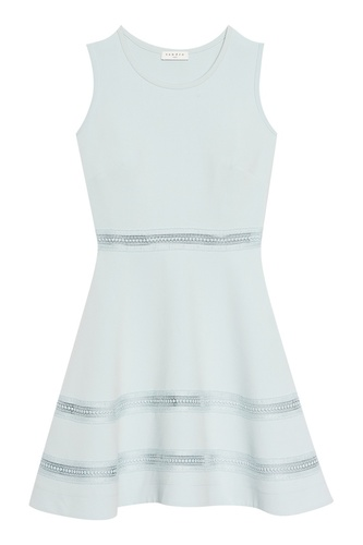 Голубое платье с ажурной отделкой