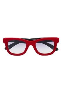 Красные солнцезащитные очки Italia Independent