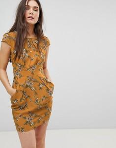 Платье-тюльпан с цветочным принтом QED London - Желтый