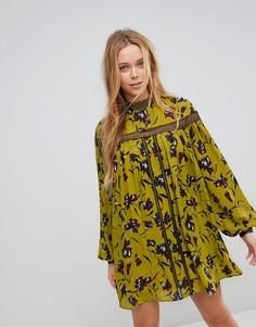 Свободное платье с цветочным принтом и кружевной отделкой Liquorish - Желтый