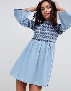 Синие свободное джинсовое платье с вышивкой ASOS DESIGN - Синий