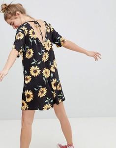 Свободное платье с V-образным вырезом и принтом ASOS DESIGN - Мульти