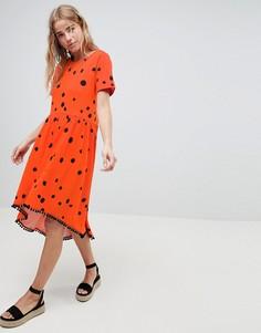 Свободное платье в горошек с асимметричным краем и помпонами ASOS DESIGN - Мульти