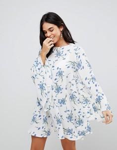 Свободное платье с длинными рукавами и цветочным принтом Ax Paris - Белый