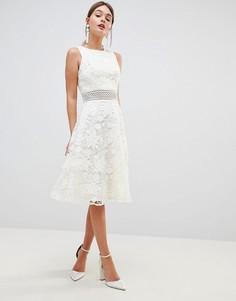 Кружевное короткое приталенное платье Chi Chi London - Белый