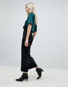 Укороченные брюки с отделкой заклепками Minimum - Черный
