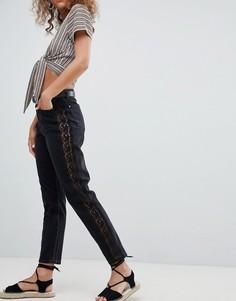 Джинсы в винтажном стиле с кружевной отделкой по бокам Miss Selfridge - Черный