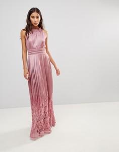 Платье макси с высоким воротом и плиссированной кружевной юбкой Little Mistress - Розовый