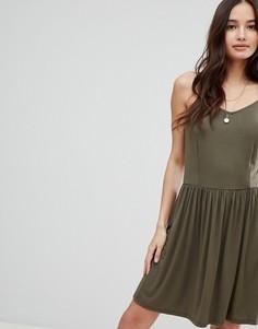 Платье на бретелях с перекрестами на спине Glamorous - Зеленый