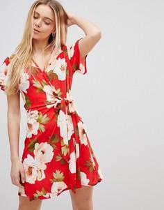 Платье с запахом и цветочным принтом Girls on Film - Красный