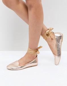 Туфли на плоской подошве с завязками на щиколотках RAID - Золотой
