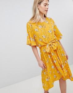 Летнее платье миди с принтом и рукавами клеш New Look - Желтый