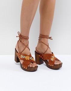 Замшевые босоножки на каблуке с вышивкой ASOS DESIGN Trey - Коричневый