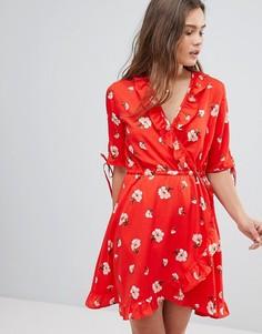 Платье с запахом, цветочным принтом и оборками Influence - Красный