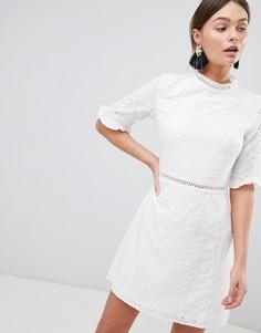 Платье с вышивкой ришелье, оборками и отделкой лесенкой Parisian - Белый