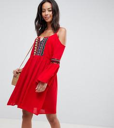 Свободное платье с вырезами на плечах и вышивкой Glamorous Tall - Красный