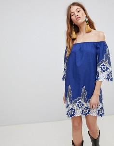 Платье мини с открытыми плечами и контрастным кружевом Glamorous - Синий