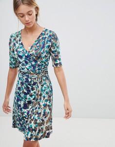 Короткое приталенное платье с запахом и цветочным принтом Gilli - Зеленый