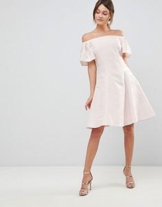 Блестящее короткое приталенное платье Coast Danielle - Кремовый
